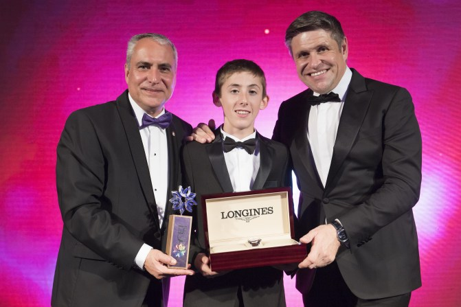 Harry Allen (IRE), winner of the Longines Rising Star Award (centre), pictured with FEI President Ingmar de Vos (left) and Longines' Vice President and Head of International Marketing Juan-Carlos Capelli (right) at the FEI Awards ceremony in Montevideo, Uruguay. (FEI/Richard Juilliart)