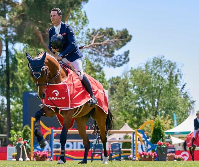 Kevin González de Zárate riding Conthargos Rouge