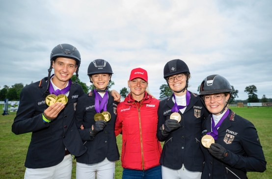 One team, six medals and an Olympic champion! Germany's Nane Nikolaus Dehn, Kaya Thomsen, Viktoria Weyers and Sophia Rossel pictured with Tokyo 2020 Olympic Games Eventing individual gold medallist Julia Krajewski after winning Junior team gold at the FEI Eventing European Championships for Juniors and Young Riders 2021 in Segersjö, Sweden today. Nane Nikolaus Dehn was also crowned individual champion and Kaya Thomsen took individual bronze. (FEI/Roland Thunholm)