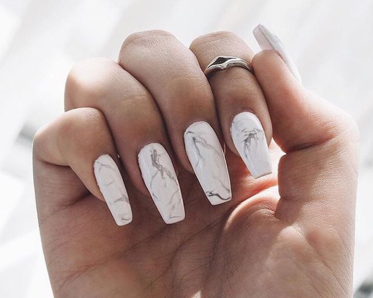 Marble nails (source: @christinabiagioli instagram)