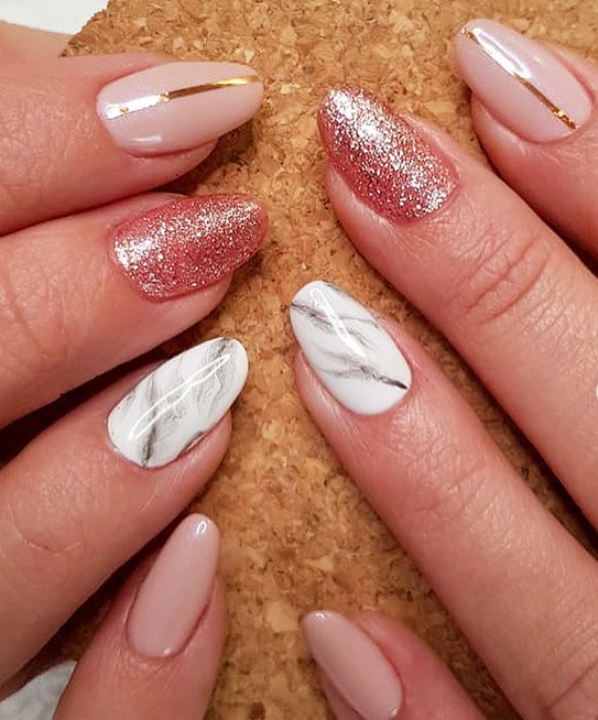 Rose gold and marble nails by Nails en things (source: @nails_en_things instagram)