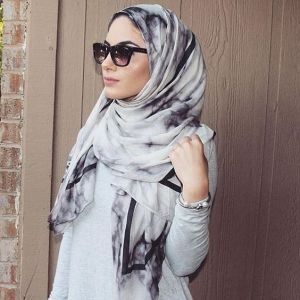 Marble hijiab - scarf by VELA scarves - source @hudakawsara Instagram