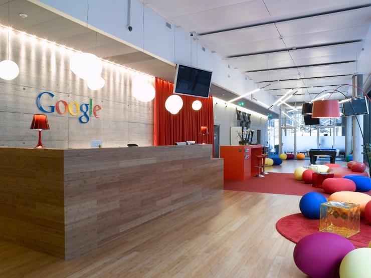 Leerer Google-Empfang in Zürich: Bis Juli 2021 ist Home Office verordnet