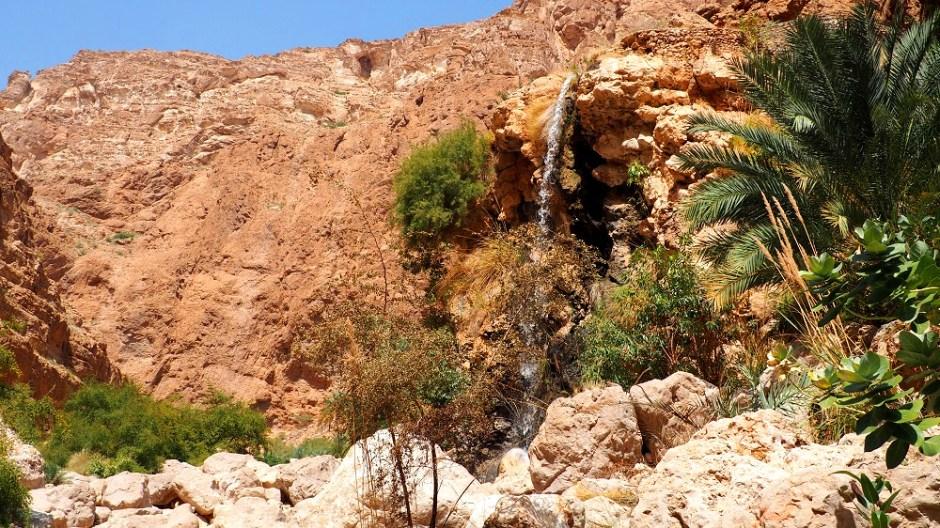 Ein Wasserfall im Wadi Shab im Oman