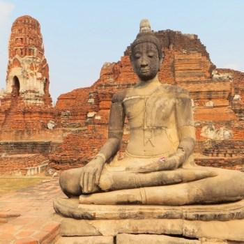 Buddhastatue im Wat Mahathat in Ayutthaya