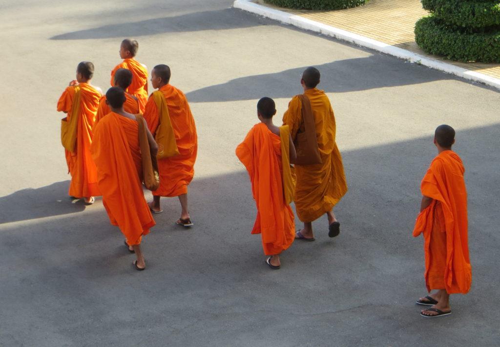 Mönche an der Silberpagode in Phnom Penh