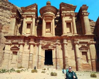 Marc Möllmann vor Ad-Deir in Petra