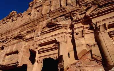 Nahaufnahme einer Fassade an den Royal Tombs in Petra