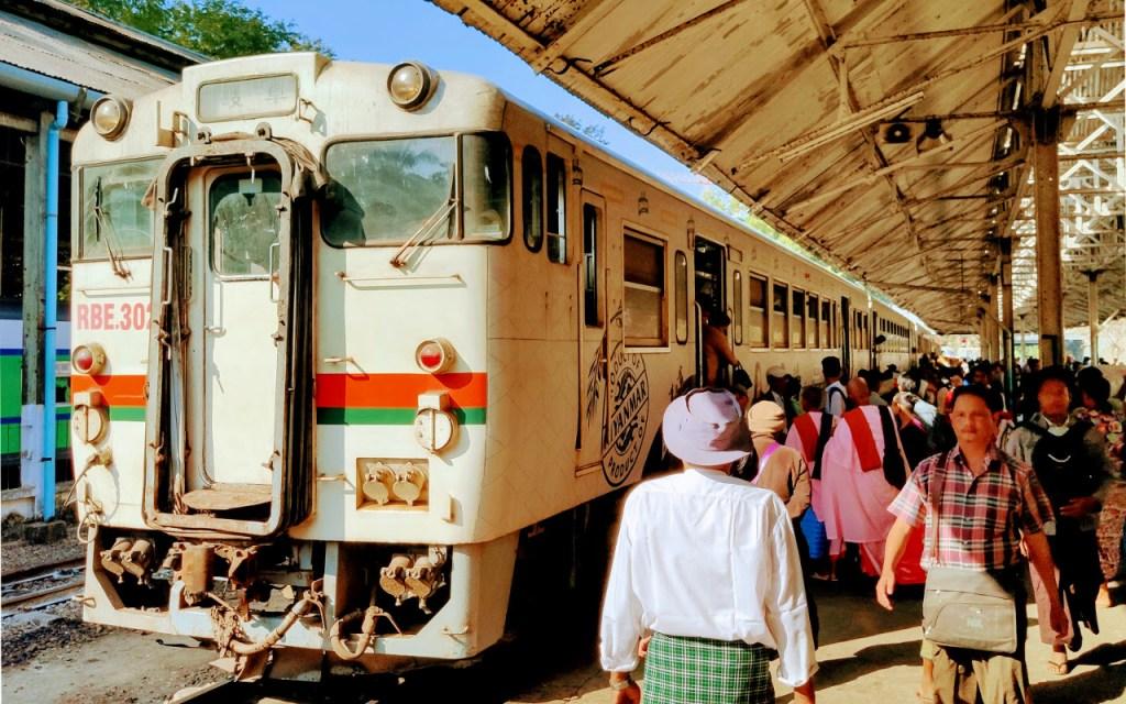 Waggon der Circular Train in Yangon