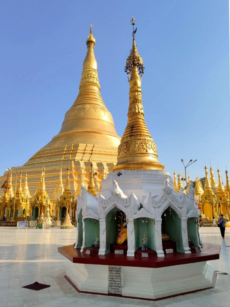 Blick auf den Stupa der Shwedagon
