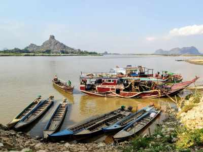 Boats at the banks of Thanlwin in Hpa-An