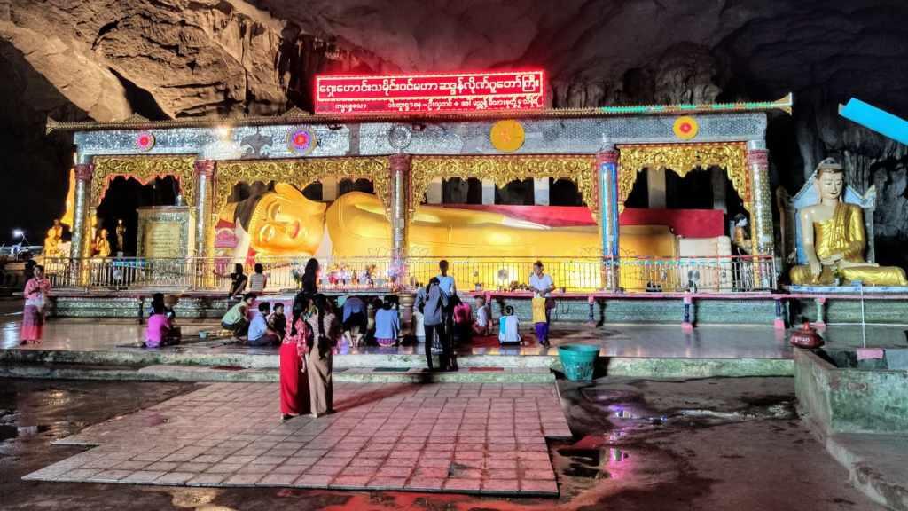 Liegender Buddha in der Saddan-Höhle