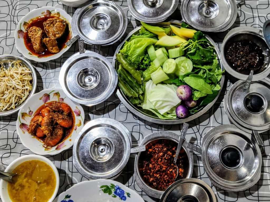 Essen bei San Ma Tau in Hpa-An