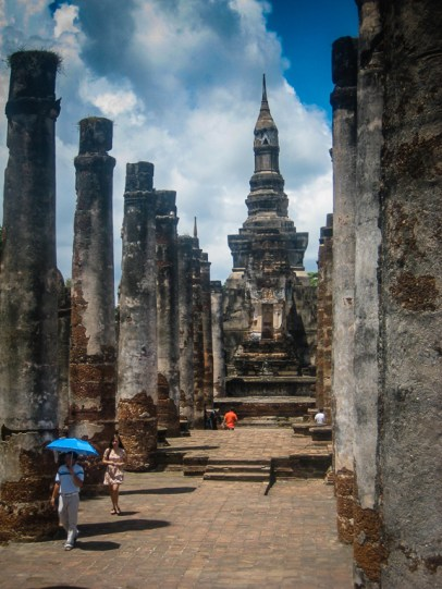 Thai temples make tourists look tiny!