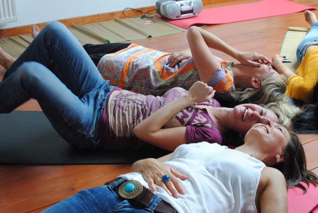 Yoga du rire EVJF EVG Belgique