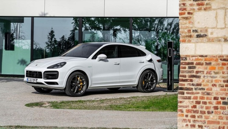 The most powerful Porsche Cayenne is a plug-in hybrid-2