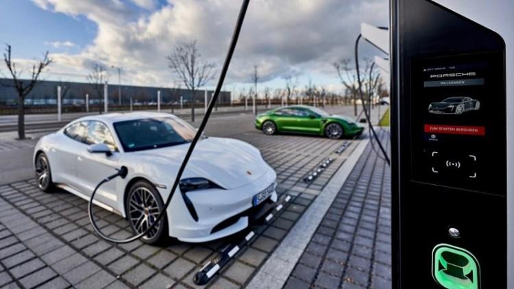 Porsche Turbo Charging, Taycan Turbo, Taycan 4S, Rapid-charging park, Leipzig, 2020, Porsche AG
