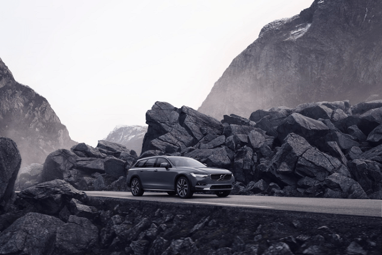 Volvo V90 B6 AWD Cross Country side