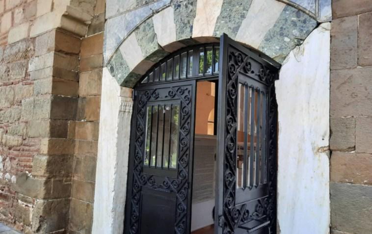 Τρίκαλα: Βανδάλισαν τζαμί