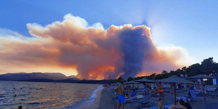 Ανεξέλεγκτη η φωτιά στη Μάνη