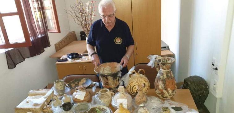 Επιχειρηματίας έκρυβε θησαυρό αρχαιοτήτων στο σπίτι του