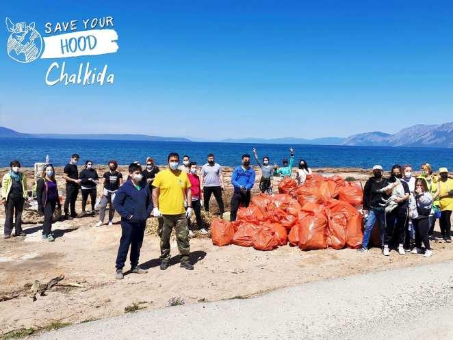 Χαλκίδα Ευβοίας: Μέσα σε 2.5 ώρες καθάρισαν το παραλιακό μέτωπο