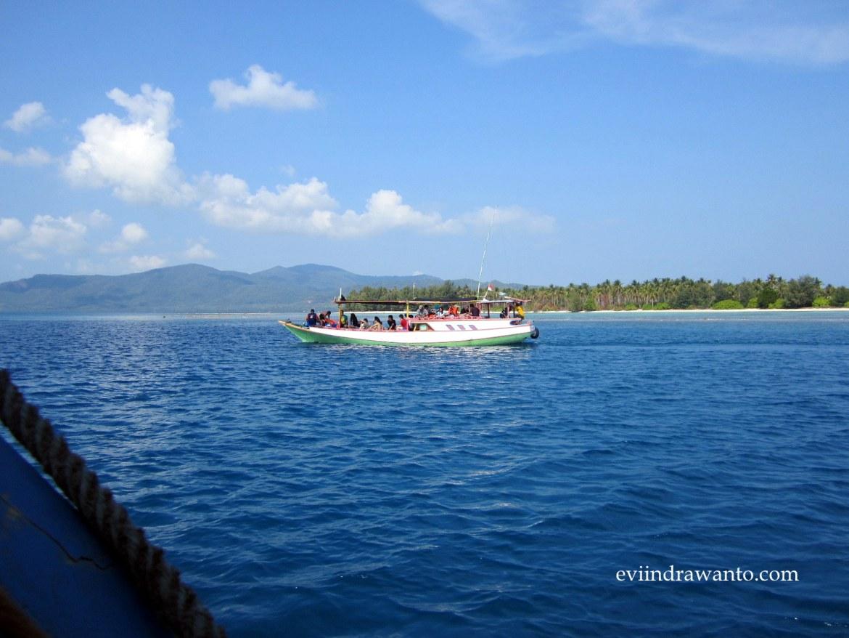 langit biru di Karimun Jawa