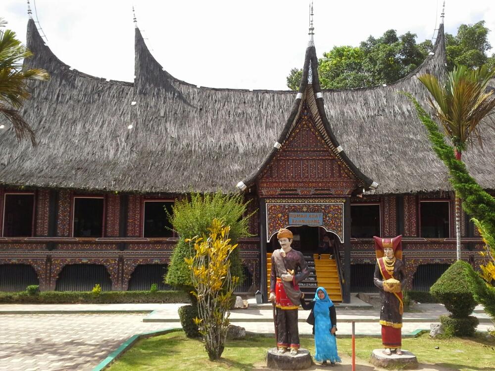 Foto Rumah Gadang Bukittinggi - Museum etnografi minangkabau