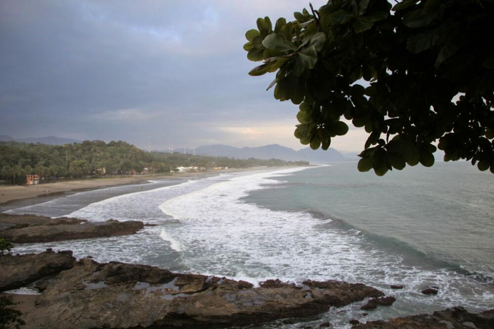 pantai di suka bumi