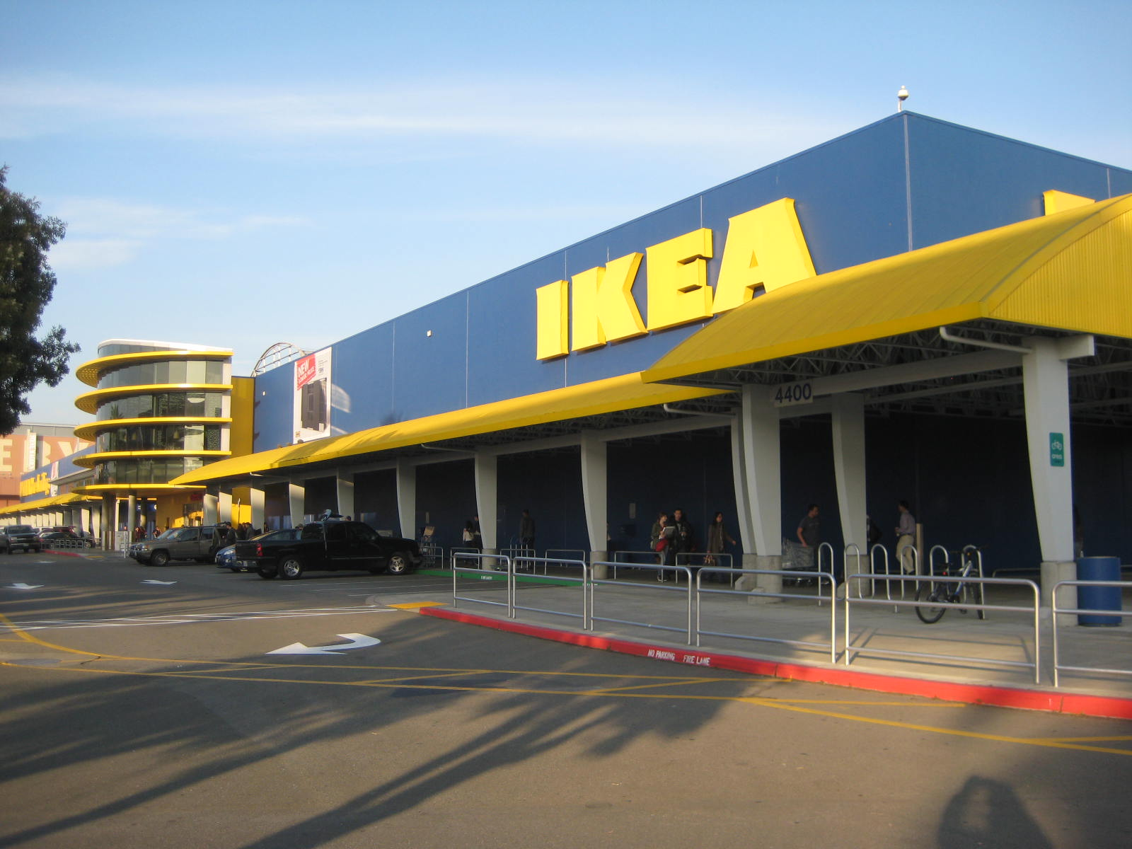 E 39 ville biz ikea to pay 39 living wage 39 panera moves to for Emplois ikea emeryville
