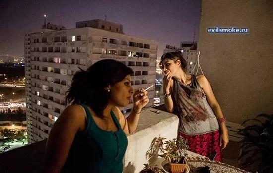 foto-kurit-na-balkone