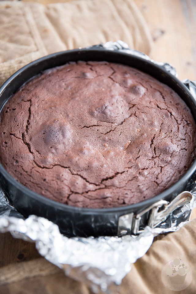 Flourless Chocolate Cake by My Evil Twin's Kitchen | Step-by-step instructions on eviltwin.kitchen