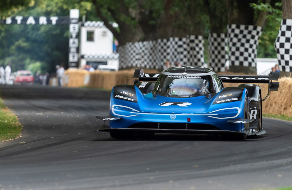 volkswagen-id-r-at-the-2019-goodwood-festival-of-speed_100706991_h