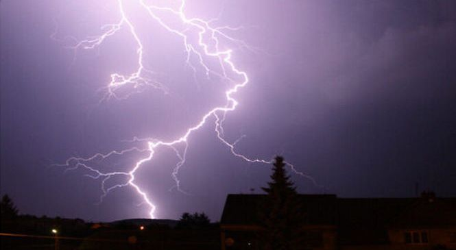 Молния убила 14 человек на северо-западе Пакистана