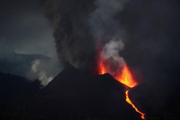 Вулкан Ла Пальма продолжает извергаться 13 октября 2021 года, вулкан Ла Пальма продолжает извергаться 13 октября 2021 года видео, Вулкан Ла Пальма продолжает извергаться 13 октября 2021 года фотографии, Вулкан Ла Пальма продолжает извергаться 13 октября 2021 года обновление, Вулкан Ла Пальма продолжает извергаться 13 октября 2021 года новости