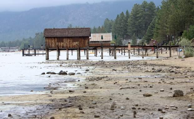 Уровень воды в озере Тахо достиг 5-летнего минимума, падает ниже естественного края, уровень воды в озере Тахо достигает 5-летнего минимума, падает ниже естественного края видео, уровень воды в озере Тахо достигает 5-летнего минимума, падает ниже естественного края изображения, вода в озере Тахо уровень воды достиг 5-летнего минимума, упал ниже естественного обода новости, уровень воды в озере Тахо упал ниже 5-летнего минимума видео