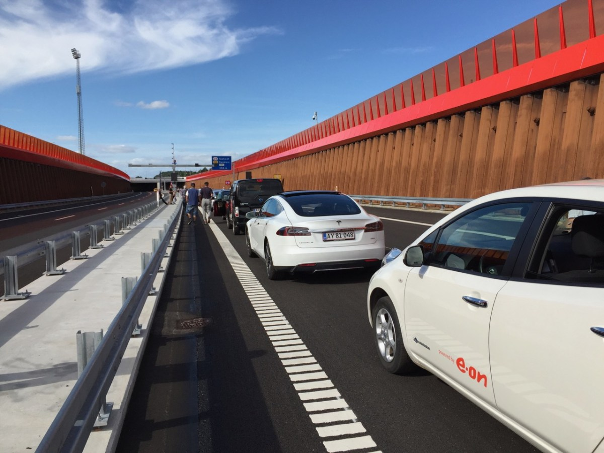 Guinness World Record confirmed: World's Largest Parade of Electric Cars (w/Video)