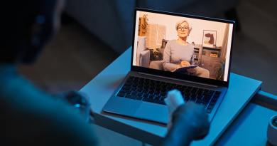 Psychologist holding online consultation