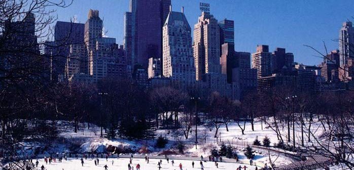 Каток в Сентрал-парке, Манхэттен, Нью-Йорк, построенный бизнесменом Дональдом Трампом