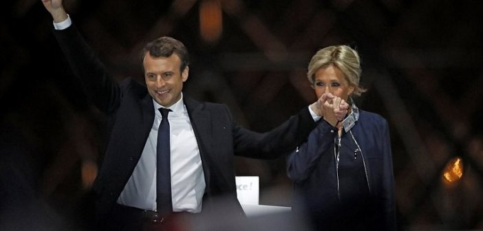 40110b2500000578-4482380-emmanuel_macron_and_his_wife_addressed_his_adoring_supporters_ou-m-159_1494192114038