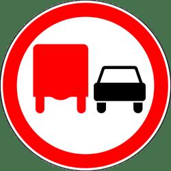 Дорожный знак 3.22 Обгон грузовым автомобилям запрещён