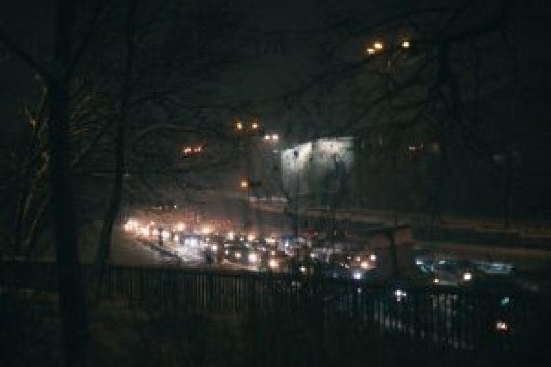 Трафик при кръстовището на Румънското посолство. Фото: Георги Бонев