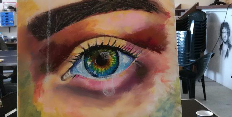 Женски очи в мрака