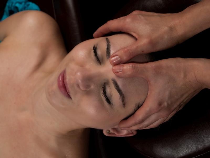 Shiroabhyanga ajurwedyjski masaż głowy - masaż Bieszczady