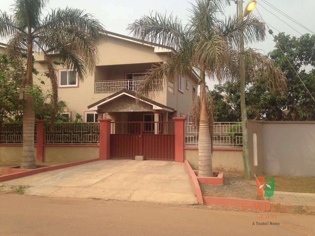 8 Bedroom Executive Villa For Sale At Tema Community 18