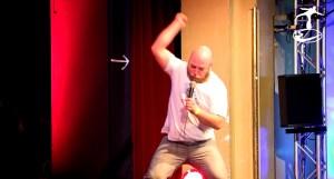 Zag von Razzz dem Beatbox Musical als Neandertaler