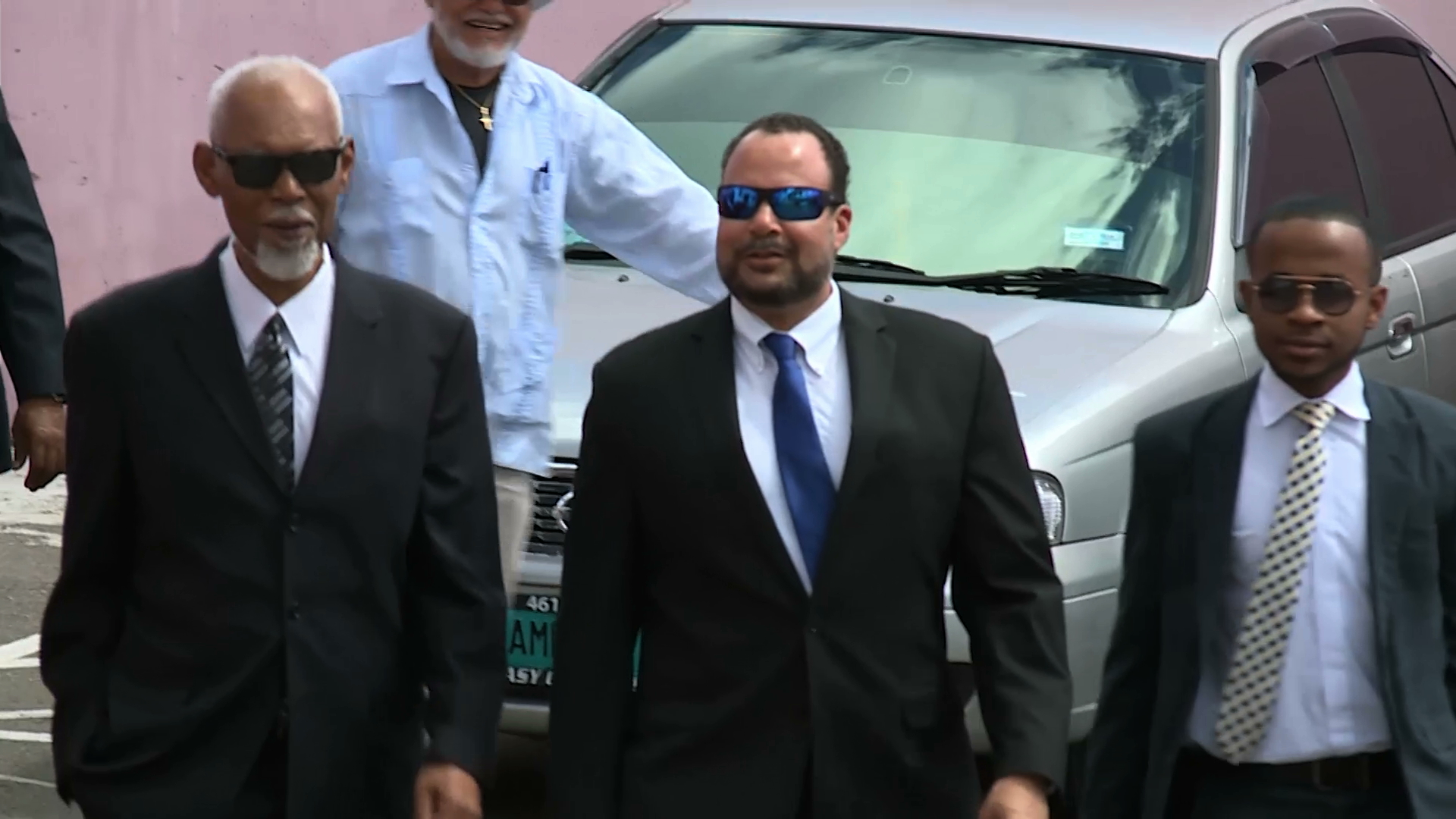 Former senator extortion trial resumes