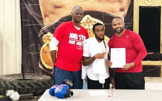 Brown signs with Roy Jones Boxing Promotions