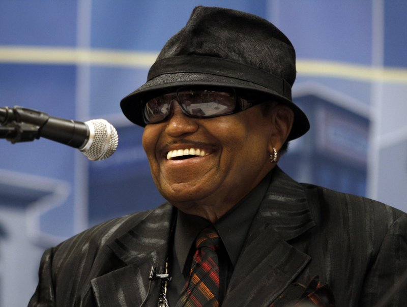 AP Source: Jackson family patriarch dies at 89