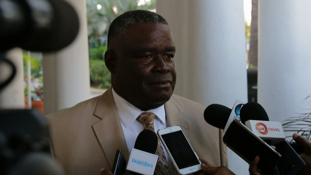 Rolle defends public sector following IDB study
